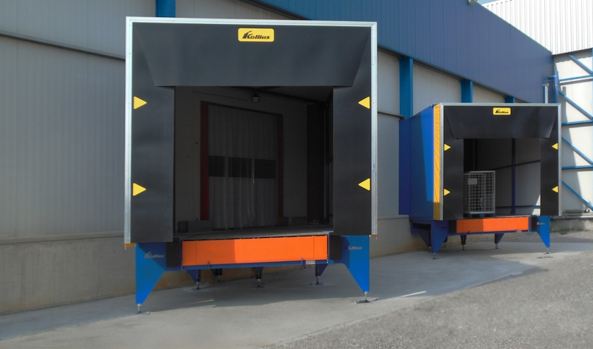 SECTIONAL DOORS WITH HYDRAULIC OPENING